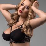 Sexy zpěvačku obrali o peníze a nestihla dlouho naplánovanou schůzku