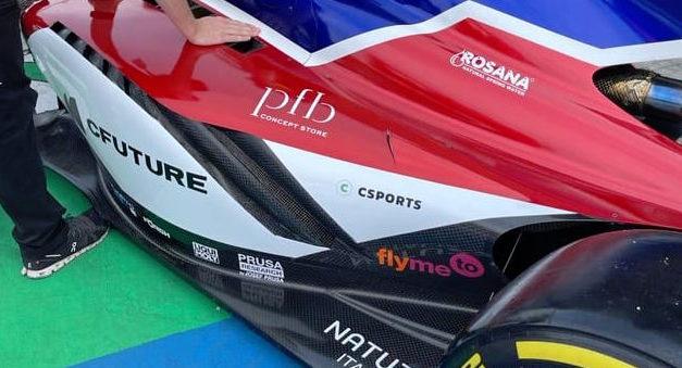 flymeto.com jede: Služby si objednávají i několikanásobní mistři světa jako jsou Fittipaldi či Doohan